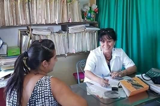 Odalis Arencibia en el consultorio número 4. Foto de la autora